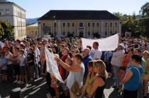 Ve Varnsdorfu se konala 2. října demonstrace proti nárůstu kriminality ve Šluknovském výběžku (Foto: ČTK)