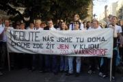 Do Prahy na Palacké náměstí se sjeli 1. října odpoledne účastníci protiromských demonstrací ve Varnsdorfu (Foto: ČTK)