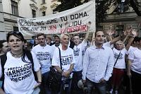 Demonstrující z Varnsdorfu před Úřadem vlády v Praze (Foto: ČTK)