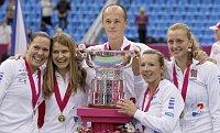 Zleva Lucie Hradecká, Lucie Šafářová, Petr Pála, Květa Peschková aPetra Kvitová, foto: ČTK
