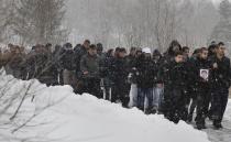 Asi 200 lidí se 7. ledna v Tanvaldu zúčastnilo pohřbu dvaadvacetiletého romského mladíka, který byl před týdnem zastřelen (Foto: ČTK)