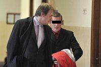 Jeden z obžalovaných pravicových extremistů se svým obhájcem (Foto: ČTK)