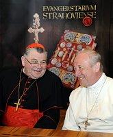 Kardinál Dominik Duka (vlevo) aopat Strahovského kláštera Michael Pojezdný, foto: ČTK