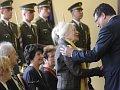 Ce mardi, Alexandr Vondra a distingué 23 anciens combattants contre le régime communiste, photo: CTK