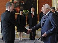 Václav Klaus a nommé officiellement le nouveau ministre Petr Fiala ce mercredi au Château de Prague, photo: CTK