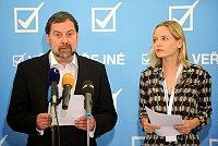 Radek John y la vice presidenta del Asuntos Públicos Kateřina Klasnová, foto: ČTK