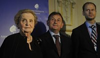 Madeleine Albright, Michael antovsk et Radek picar, photo: CTK