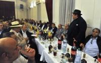 Den před pohřbem olašského krále Jana Lipy, který zemřel v pondělí ve věku 72 let, se v prostorách zámečku v Ostravě-Porubě sešlo na smutečním shromáždění asi 500 olašských Romů z celé Evropy (Foto: ČTK)