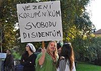 Le rassemblement devant l'ambassade de Russie à Prague, photo: CTK