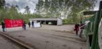 Aktivisté blokovali vepřín v Letech u Písku. Požadovali jeho zrušení (Foto: ČTK)