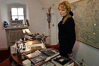Former First Lady Dagmar Havlová in Václav Havel's office, photo: CTK