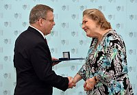 Министр Лубомир Заоралек и внучка Яна Антонина Бати Долорес Лилиана Батя Арамбашич (Фото: ЧТК)