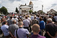 Les milliers de personnes ont afflué vers la petite église de Číhošť, photo: ČTK