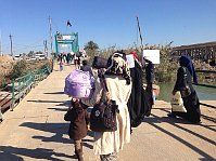 Displaced civilians from Ramadi leave their hometowns towards Baghdad, December 7, 2015, photo: CTK