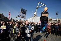 People shout slogans in support of Ukrainian pilot Nadiya Savchenko during a rally outside the Russian Embassy in Kiev, Ukraine, March 6, 2016 (photo: ČTK)