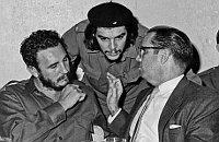 Ernesto Che Guevara,  Fidel Castro y el presidente cubano, Osvaldo Dorticos (1960), foto: ČTK
