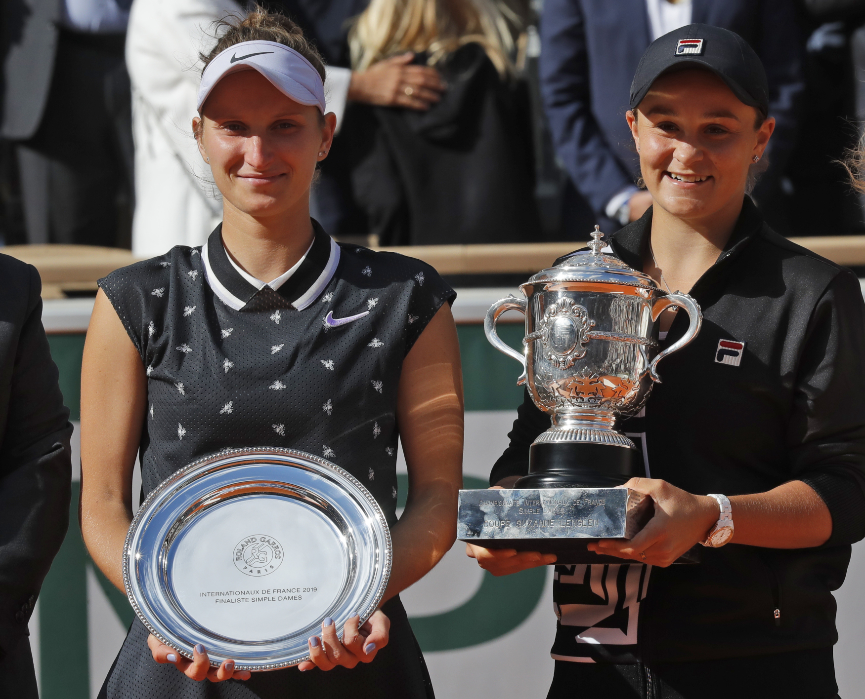 Markéta Vondroušová y Ashleigh Barty, foto: ČTK / AP Photo / Michel Euler