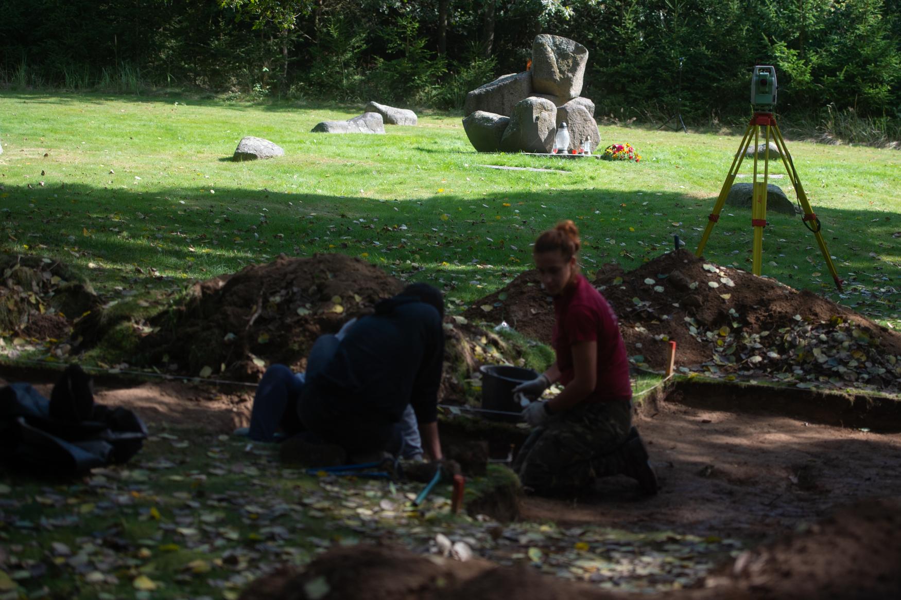 Les tombes individuelles de prisonniers roms à Lety u Písku, photo: ČTK / Václav Pancer
