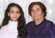 Elena Lacková s vnučkou Alenkou (Foto: ČTK)