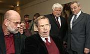 De izquierda: Jan Ruml y Václav Havel (Foto: CTK)