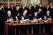 Unterzeichnung des Prager Vertrags (Foto: ČTK)