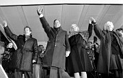 Prague, November 17 1990: Václav Havel and George Bush with their wives on Wenceslas Square, photo: CTK