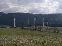 Windkraftanlage bei Ostružná (Foto: Martin Vavřík, Public Domain)