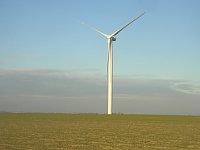 Windkraftwerk in Pchery (Foto: Miaow Miaow, Public Domain)