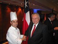 Chef Pablo Gálvez y el embajador chileno en Praga, Enrique Krauss