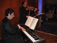 Pianista Gastón Etchegoyen y el violinista Arturo Escobar