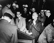 Ribbentrop (první řada vpravo) byl během Norimberském procesu odsouzen ktrestu smrti
