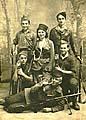 Skupinové foto v De Panne, Belgie 1945 (Leo Žalio v podřepu v pravo)