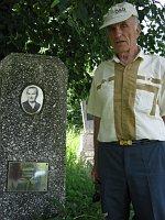 Bohuslav Andrš u hrobu své matky