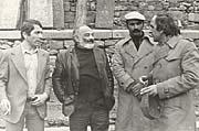Богемист и писатель Говик Гарутюнян (влево) с Сергеем Параджановым