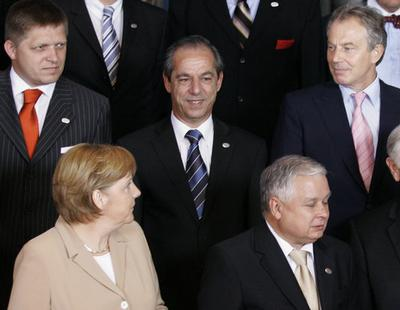 German Chancellor Angela Merkel, front left, looks up at British Prime Minister Tony Blair, back rig