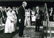 Jaroslav Heyrovský přebírá Nobelovu cenu