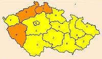Mapa spovodňovou výstrahou; žluté oblasti by měly zasáhnout silné bouřky, oranžové oblasti znamenají povodňovou pohotovost pro Liberecký, Ústecký aPlzeňský kraj, zdroj: ČHMÚ