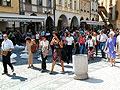 Les touristes dans la place de la Vieille-Ville