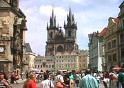 Staroměstské náměstí vPraze je oblíbené mezi turisty celého sv�