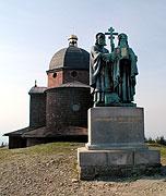 Escultura de San Cirilo y San Metodio en la cima del monte Radhošť, foto: Archivo de Radio Praga