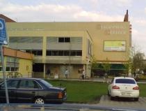 Shopping centrum v Břeclavi, u kterého došlo k napadení (Foto: Hana Ondryášová)