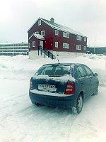Une Škoda Fabia garée sur un parking de Nuuk au Groenland, photo: Alexis Rosenzweig