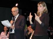 Vladimír Špidla s tlumočnicí do znakové řeči na zahájení ERRP