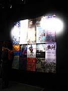 Выставка плакатов «10-летие фестиваля «Один мир»» в помещениях кинотеатра «Светозор» (Фото: Кристина Макова)