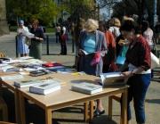 Lidé si mohli prohlédnout knihy o holocaustu (Foto: Jana Šustová)
