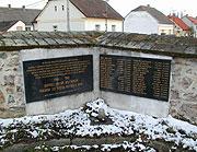 Památník se jmény obětí v Mirovicích