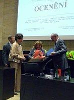 Ředitelka Kulturního klubu Čechů a Slováků v Rakousku Helena Basler (uprostřed)