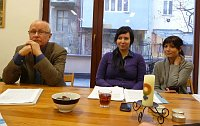Alexandr Drbal s autorkami zprávy, Petrou Formánkovou a Kristinou Kolářovou, foto: Milena Štráfeldová / Český rozhlas - Radio Praha