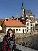 Adriana Saume, en la ciudad de Český Krumlov, foto: archivo de Adriana Saume