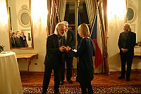 Arfst Wagner gratuliert Stipendiatin (Foto: Romy Ebert)
